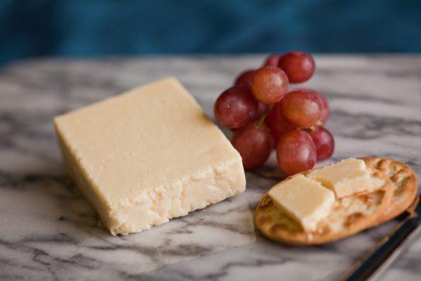 Greenfields Garlic Lancashire Cheese
